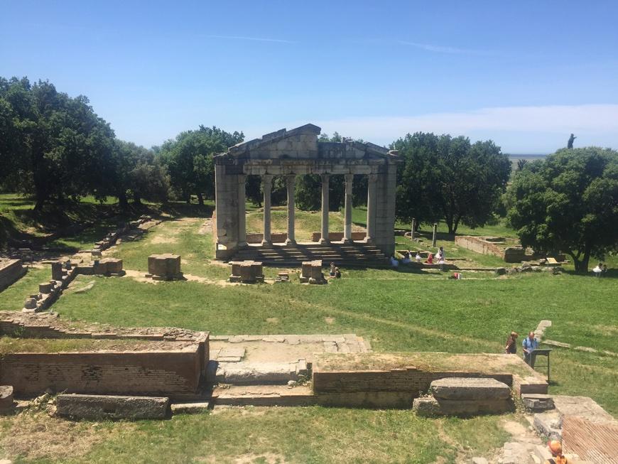 Albanien Apollonia Ausgrabunsstätte weites Gelände